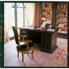 Ton. Morgana íróasztal